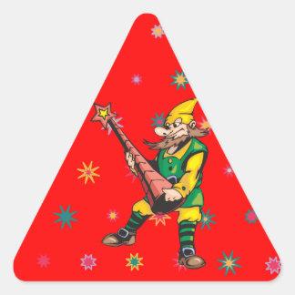 Primero del duende y del árbol de navidad pegatina triangular