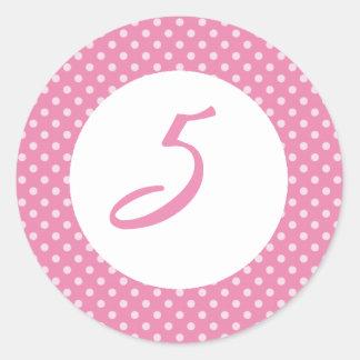 Primero rosado de la magdalena del lunar pegatina redonda