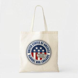 Primo orgulloso del guardacostas bolsa