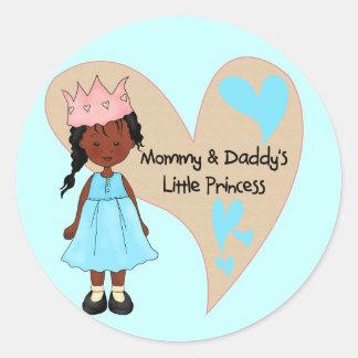 Princesa afroamericana de la mamá y del papá pegatinas redondas