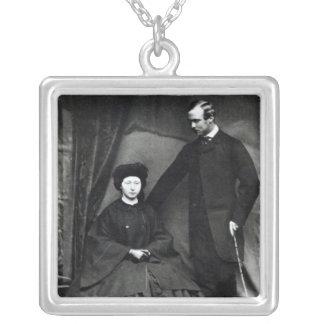Princesa Alicia y príncipe Luis de Hesse, 1860 Colgante Cuadrado