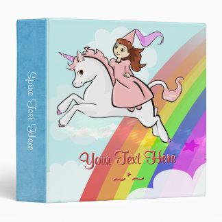 Princesa con la carpeta blanca del unicornio