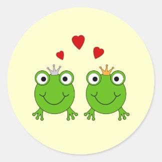 Princesa de la rana y príncipe de la rana, con los pegatina redonda