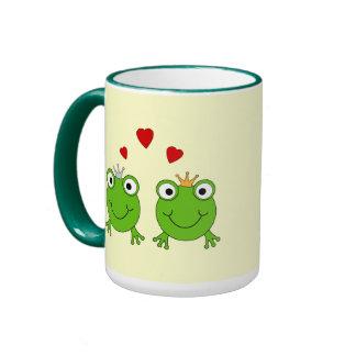 Princesa de la rana y príncipe de la rana, con los taza a dos colores
