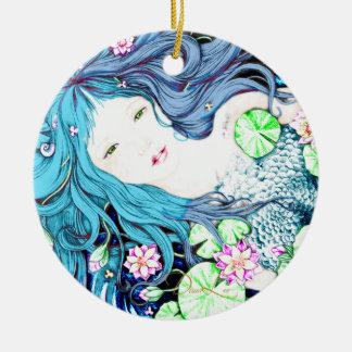 Princesa de la sirena en el ornamento azul de las adorno navideño redondo de cerámica