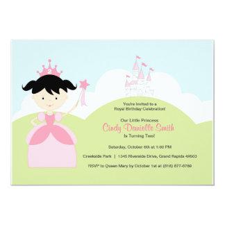 Princesa del cumpleaños del pelo negro en rosa con comunicados personalizados