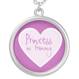 Princesa en el entrenamiento colgante redondo