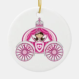 Princesa en el ornamento real del carro adorno