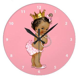 Princesa étnica del bebé y rosa de las perlas reloj redondo grande