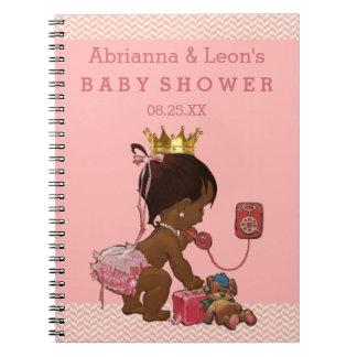Princesa étnica en el libro de visitas de la libreta espiral