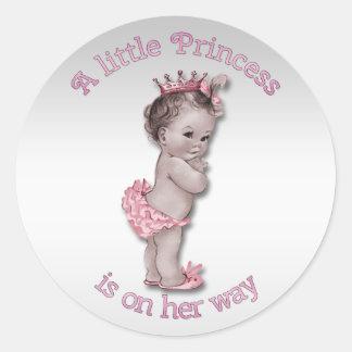 Princesa fiesta de bienvenida al bebé del vintage pegatina redonda