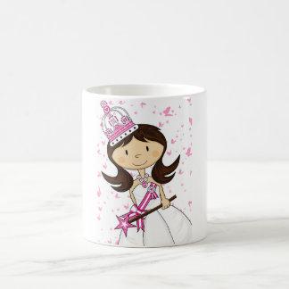 Princesa linda del cuento de hadas taza básica blanca