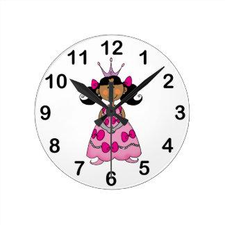 princesa linda (pelo oscuro) reloj redondo mediano