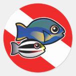 Princesa Parrotfish y bandera de la zambullida del Pegatina Redonda