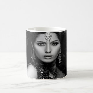Princesa Portraits TT-Manija Mug (B/W) Taza Mágica