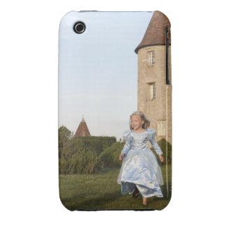 Princesa que corre en el jardín del castillo iPhone 3 Case-Mate carcasas