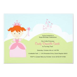 Princesa roja del cumpleaños del pelo en rosa con invitación