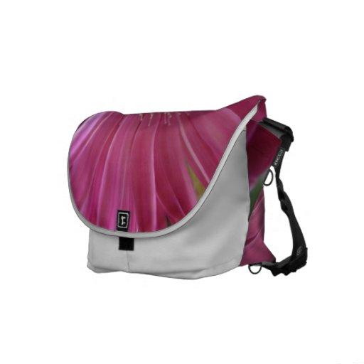 Princesa rosada de la margarita bolsas de mensajería