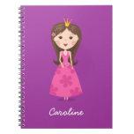 Princesa rosada femenina linda en la púrpura perso libros de apuntes