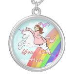 Princesa y collar del unicornio