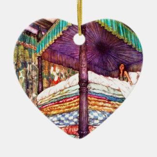 Princesa y el guisante adorno navideño de cerámica en forma de corazón