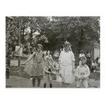 Princesas de hadas (y pequeños hermanos) postal