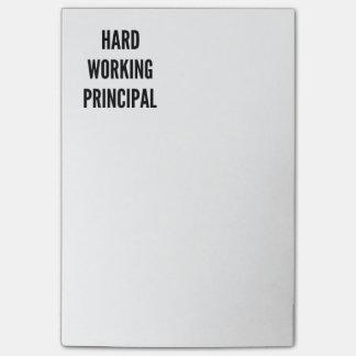 Principal de trabajo duro notas post-it