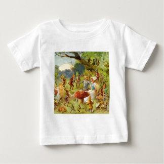 Príncipe de hadas y Thumbelina en el bosque mágico Tee Shirt