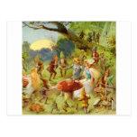 Príncipe de hadas y Thumbelina en el bosque mágico Tarjeta Postal