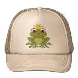 Príncipe de la rana del cuento de hadas con la cor gorras