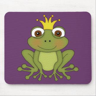 Príncipe de la rana del cuento de hadas con la cor alfombrillas de ratón