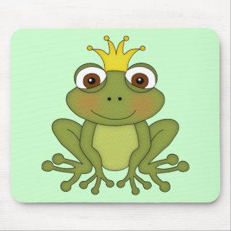 Príncipe de la rana del cuento de hadas con la cor tapete de ratones