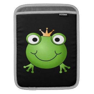 Príncipe de la rana. Rana sonriente con una corona Fundas Para iPads