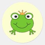 Príncipe de la rana. Rana sonriente con una corona Etiqueta Redonda