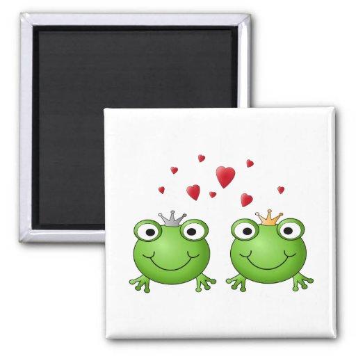 Príncipe de la rana y princesa de la rana, con los imanes para frigoríficos