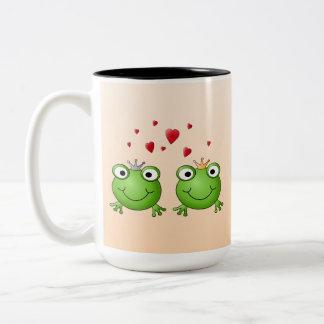 Príncipe de la rana y princesa de la rana, con los taza dos tonos