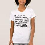 Príncipe divertido en una camiseta de las señoras