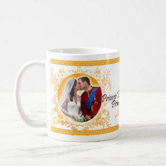 Príncipe Guillermo y taza del beso del boda de
