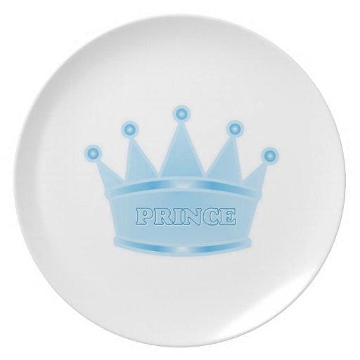 Príncipe heredero lindo de los azules cielos del b platos