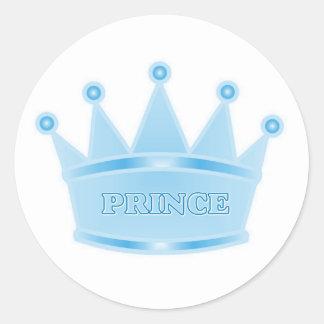 Príncipe heredero lindo de los azules cielos del pegatina redonda