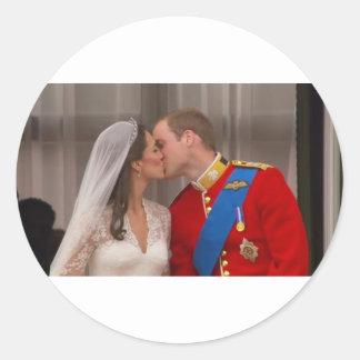 Príncipe real Guillermo del beso y princesa Kate Pegatina Redonda