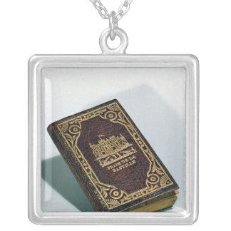 Prise a de la Bastille, copia de un libro Collar Plateado