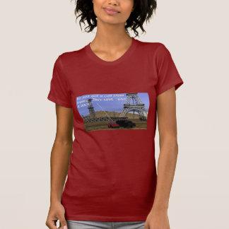 Producción energética - campo petrolífero - torre camiseta