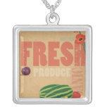 Producción orgánica collar plateado