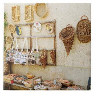Producto en una parada del mercado, provincia del  azulejo cuadrado grande
