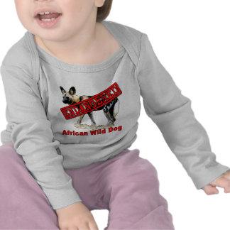 Productos animales en peligro africanos del perro camisetas