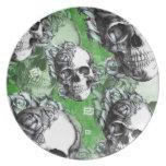 Productos clásicos verdes del cráneo y de los rosa plato de comida