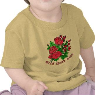 Productos color de rosa irlandeses salvajes camisetas