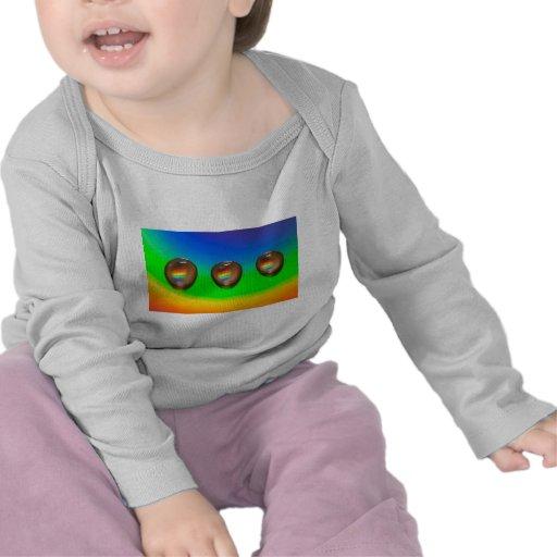 Productos coloridos del modelo camisetas