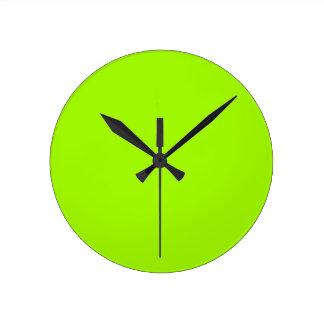 Productos de encargo verdes de neón del color sola reloj redondo mediano